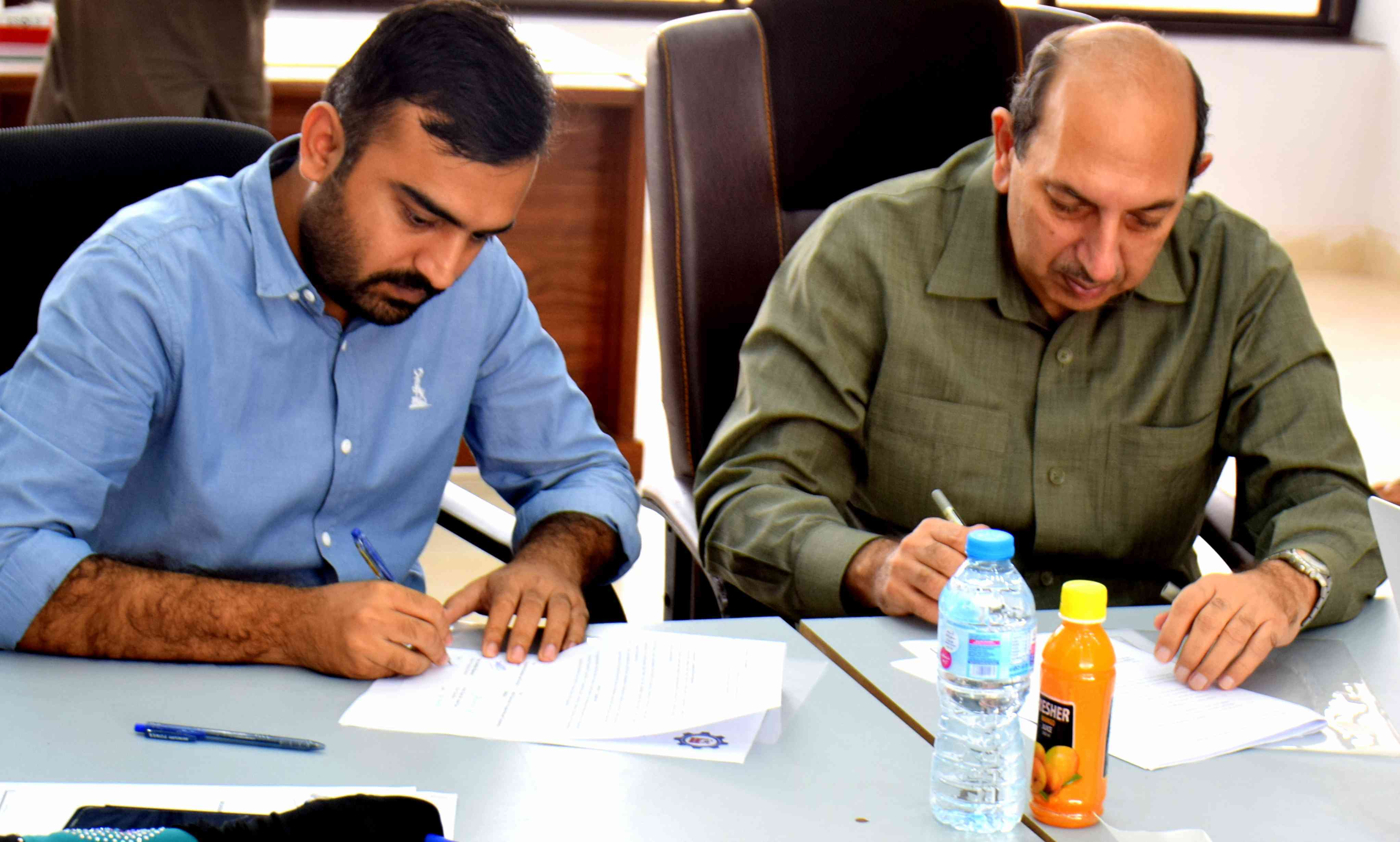ESOLS signed MOU with MNSUET Multan